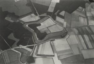 Een luchtfoto uit 1935 toont Fort de Rovere inclusief voorliggende verdedigingswerken en droge grachten