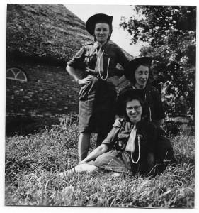 Gidsenleiding Fatimagroep tijdens zomerkamp, 1950