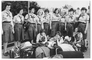 Pioniersters van de St. Elisabethgroep op station, op weg naar het Zwitserse Adelboden, 1965