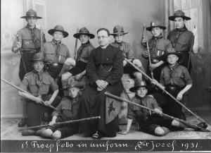 Eerste troepfoto van twee patrouilles Adolf Kolpinggroep, St Jozefparochie, 1931