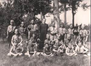 Verkenners M'Bagagroep tijdens zomerkamp, 1948