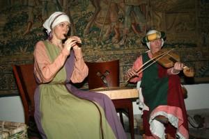 De dames van Wronghel en Wei bespelen ieder meerdere instrumenten en beschikken nog over een prima zangstem bovendien