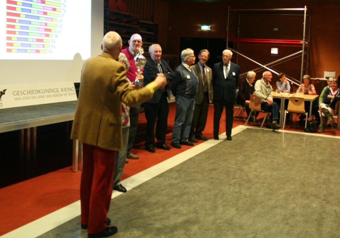 Het winning team krijgt de loftuitingen van Ad van den Bulck