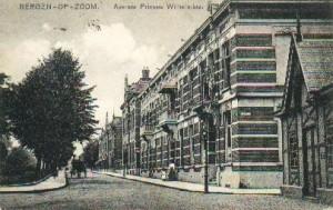 Avenue Prinses Wilhelmina met rechts het wachthuis voor de tram naar Tholen. 1913