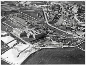 1926 De suikerindustrie; voorgrond: De Zeeland, rechts: opslagmagazijn (nu IRS) middenboven: spritusfabriek, rechtsboven achter Arsenaal: de Potasch v/h vd Linden