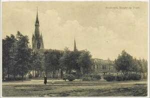 In 1914 is de weg naar Tholen nog niet voorzien van een rond middenplantsoen