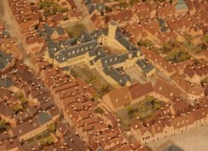 Aan de overzijde van de Franse tuin staat op de Franse maquette (replica) van 1752 wel een gebouw