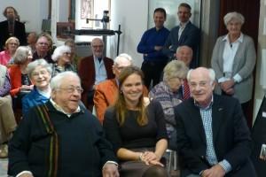De drie betrokken partijen na gedane zaken voldaan bijeen. Op de achtergrond (achter Cees Boerhout) kijkt Jan Kriele lachend toe