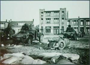Achtergelaten Frans materieel aan de Glacisstraat mei 1940