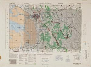 Een kaart uit 1944 met een transparant waarop de troepenbewegingen zijn aangegeven