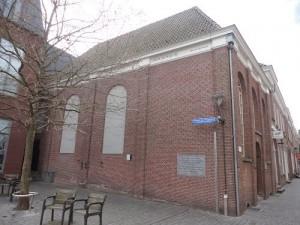 Het pleintje naast de synagoge werd dank zij stadsgids Rinus Franken tot Mozes de Hesplein gedoopt