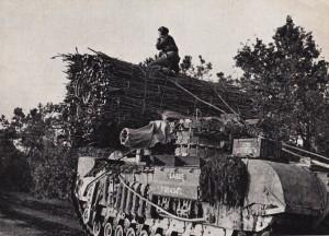 Een zgn PETARD, tank met korte loop bestemd om zware pantsering te vernietigen