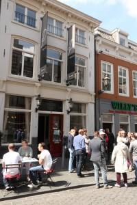 Café 't Centrum had ook biljarttafels; er werden echte keus en biljartballen in de gevel gemetseld. Ze zijn nog zichtbaar.