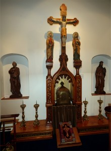 Bovendeel van altaar uit de kloosterkapel aan de Hoogstraat in Bergen op Zoom