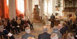 Burgemeester Frank Petter geeft het belang van de aanval aan, maar benadrukt tevens de noodzaak van verdraagzaamheid in de samenleving.
