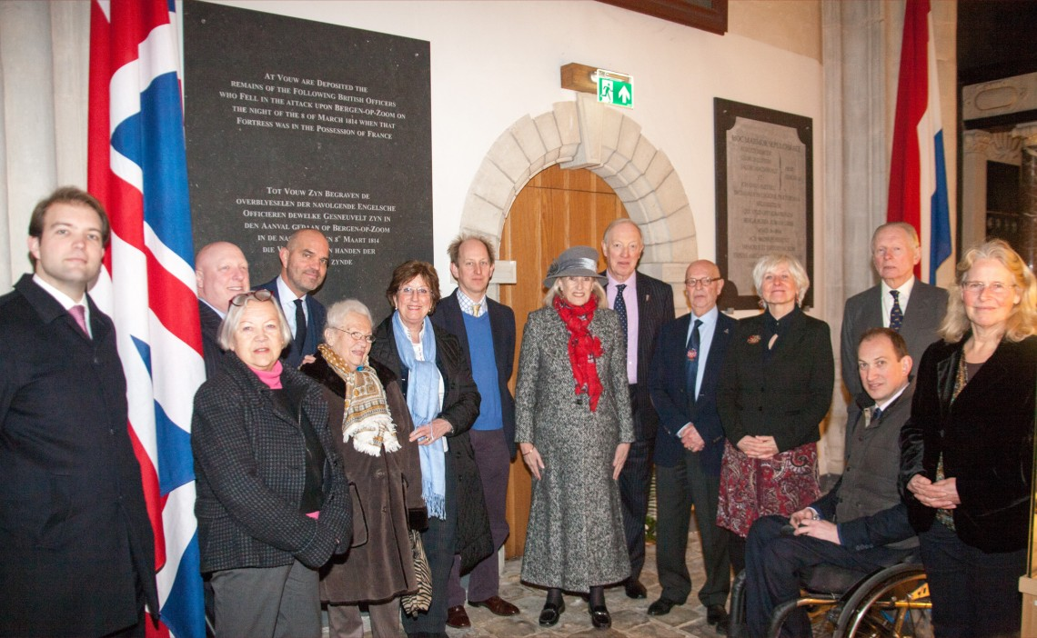 De nazaten van zowel George Carleton als Jan Egbert van Gorkum die aanwezig waren bij de ceremonie van de onthulling.