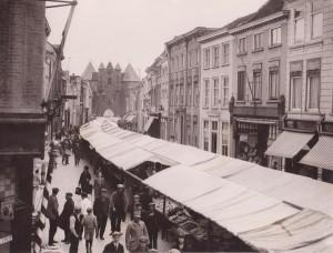 De weekmarkt in de Lievevrouwestraat. Is dit een eenmalige gebeurtenis, of kwam dit vaker voor?