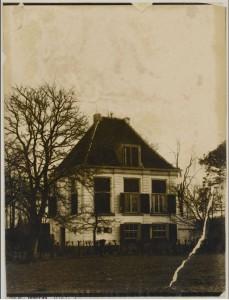 De villa Meilust zoals deze oorspronkelijk was gebouwd. Dit gebouw heeft plaats gemaakt voor een moderner gebouw eind 19e eeuw. MHC SMEG006