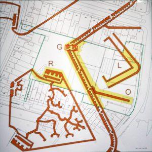 De kaart laat zien dat de opgraving (rode vakje) maar een fractie vormt van het enorme vestingwerk. Het begin van de miniersgang aan de overzijde van de Zuidoostsingel is nog net rechtsonder op de kaart zichtbaar.